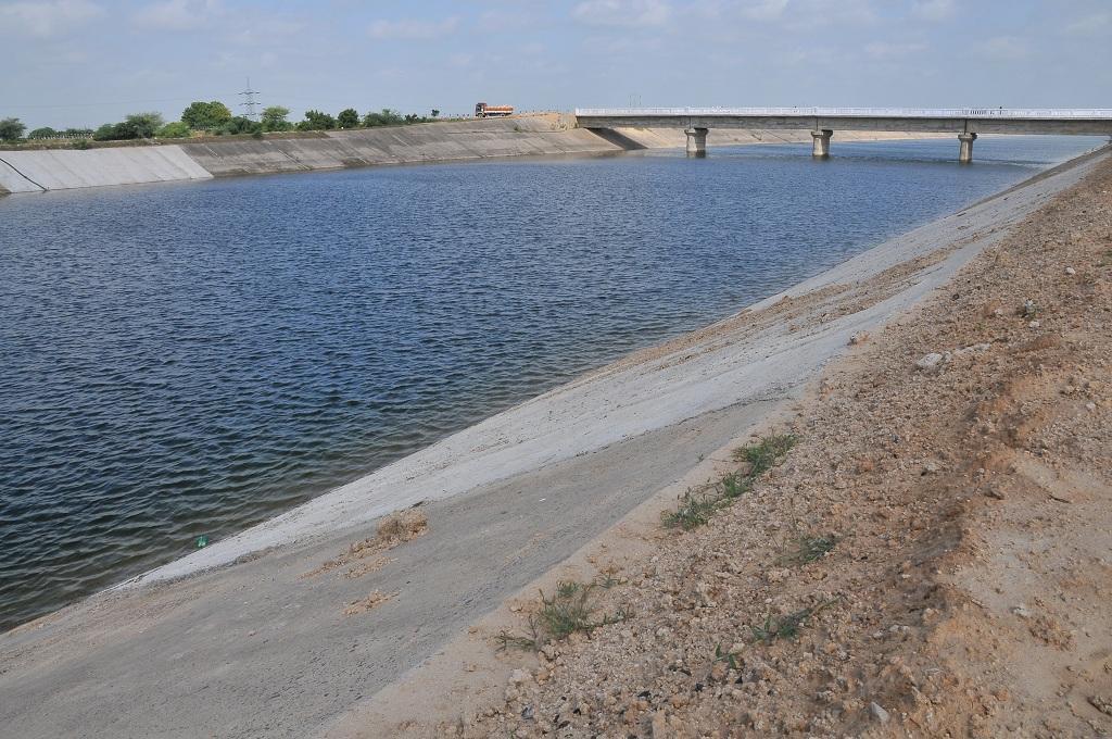सरदार सरोवर बांध की मुख्य नहर, फोटो: मीता अहलावत