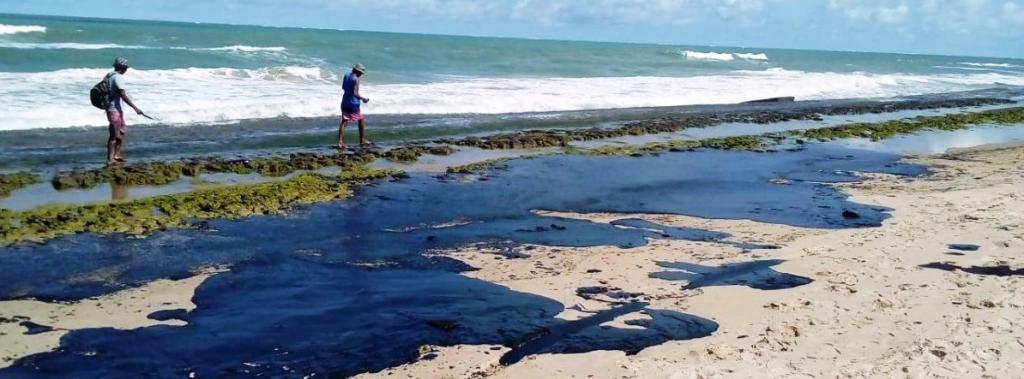 Oil stain on Alagoas State Beach. Photo: Projeto Praia Limpa