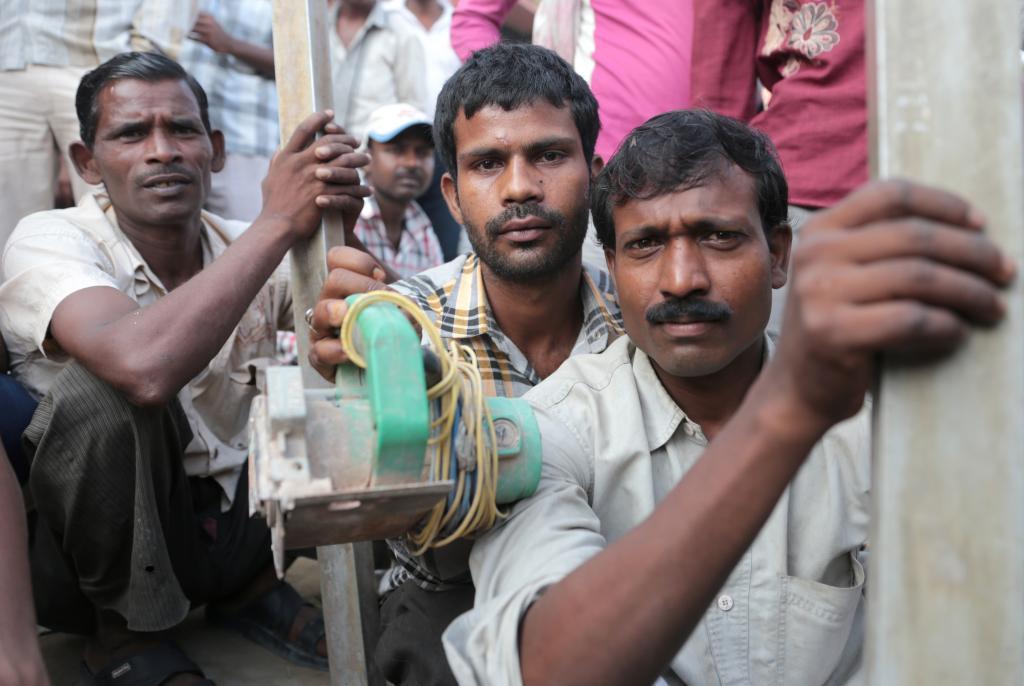 जलवायु परिवर्तन से मजदूरों की परेशानी बढ़ रही है, जिसका भारत जैसे देशों की जीडीपी पर असर पड़ेगा। फोटो: विकास चौधरी