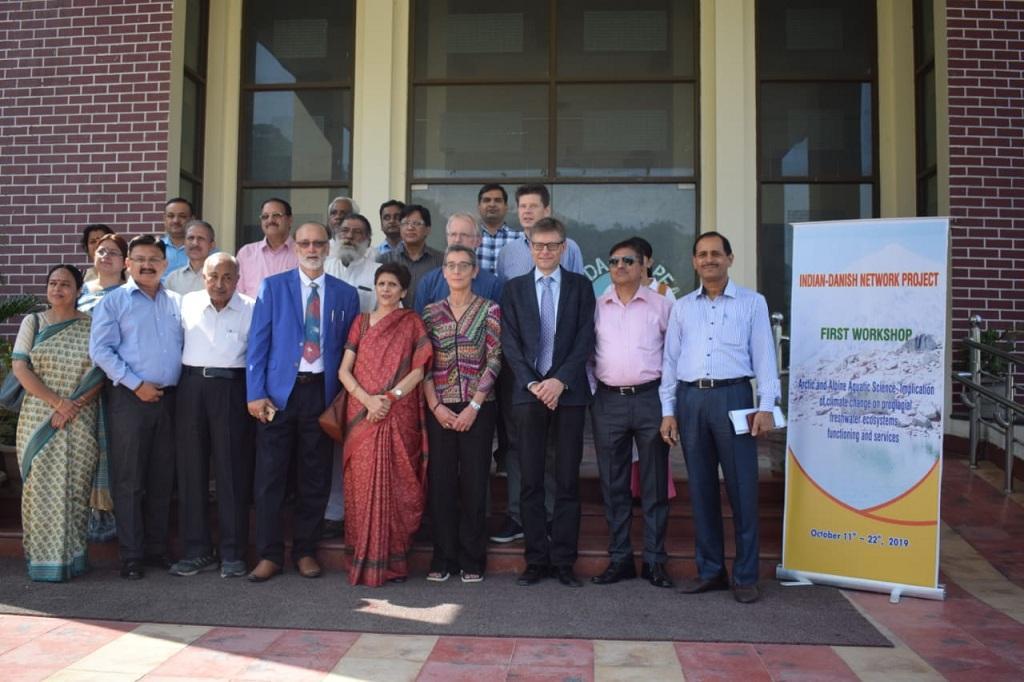 डेनमार्क के कोपेनहेगन विश्वविद्यालय और पौड़ी-गढ़वाल के एचएनबी विश्वविद्यालय के विशेषज्ञों की टीम। फोटो: वर्षा सिंह