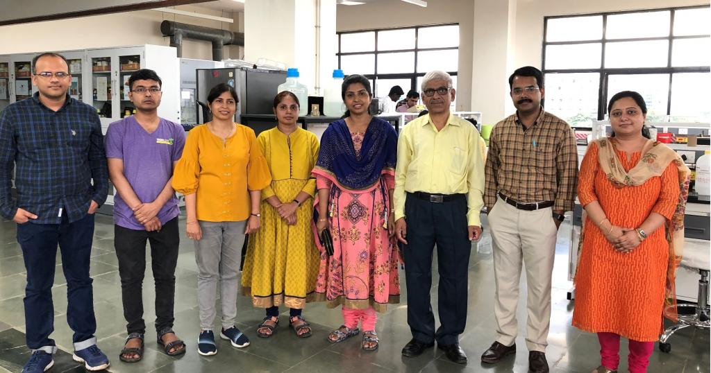 The research team at UM-DAE Centre for Excellence in Basic Sciences. Photo: India Science Wire