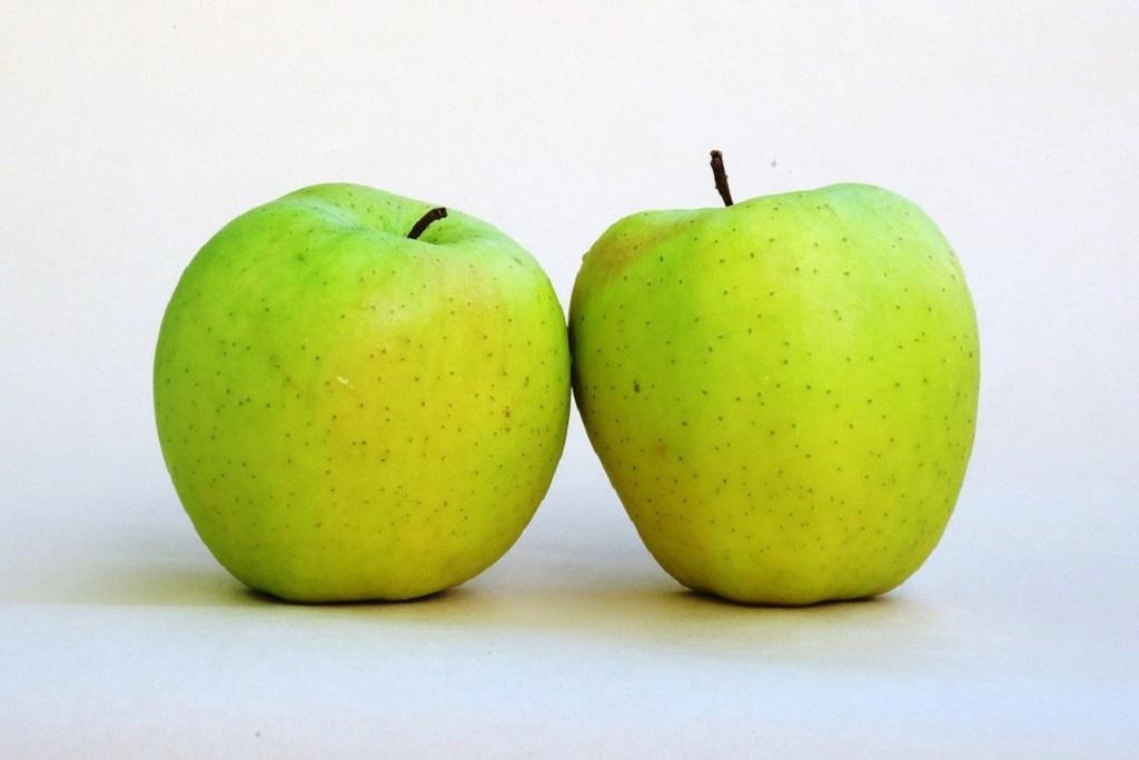 हिमाचल और उत्तराखंड में उगने वाला गोल्डन डिलिसियस सेब अब कम हो गया है। Photo: Pixabay