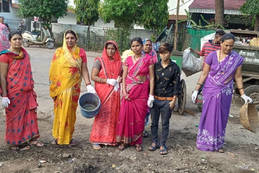 मध्य प्रदेश की राजधानी भोपाल को देश के सभी राज्यों की राजधानी में सबसे स्वच्छ राजधानी का दर्जा हासिल है और इस काम में स्थानीय लोग भी बराबर की भागीदारी निभाते हैं। फोटो: मनीष मिश्रा