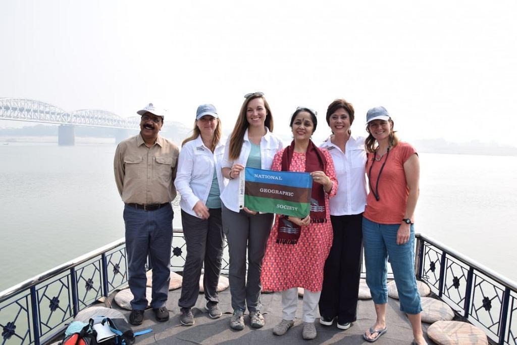गंगा में प्लास्टिक प्रदूषण का कारण जानने के लिए विशेषज्ञों की टीम वाराणसी पहुंची। फोटो: रिजवाना तबस्सुम