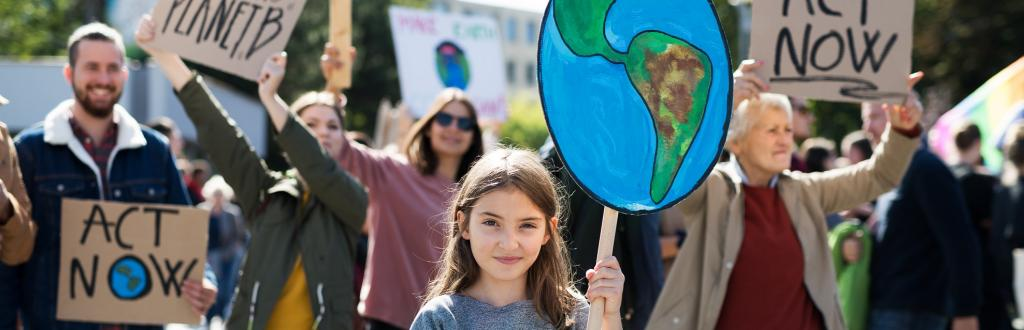 A child holding a placard against climate change. Photo: Getty Images
