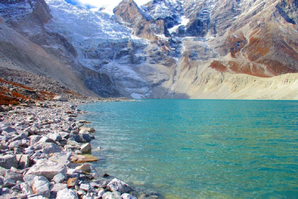 जियालॉन्ग को झील मध्य हिमालय स्थित है। फोटो- टी बोल्च