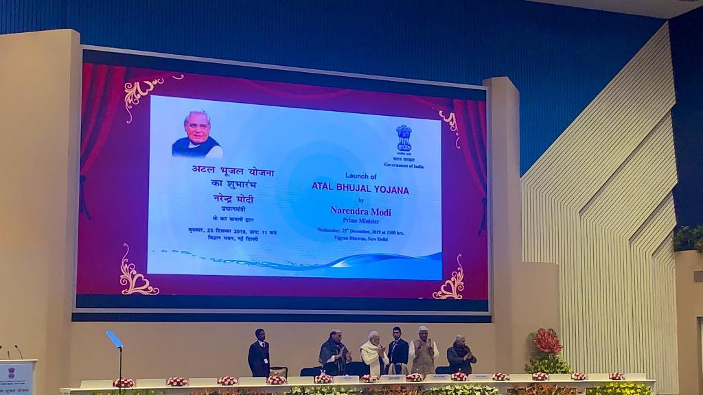 अटल भूजल योजना की शुरुआत करते प्रधानमंत्री नरेंद्र मोदी। फोटो: twitter/ @cleanganganmcg