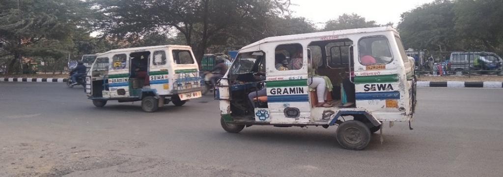 Poor condition of Gramin Seva vehicle. Photo: Shantanu Gupta / CSE