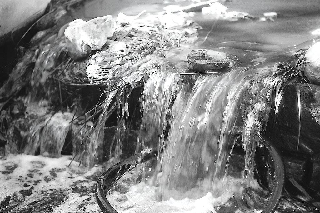 हैदराबाद में जलस्रोत भी बदल गए हैं। यह तस्वीर हुसैनसागर झील की है
