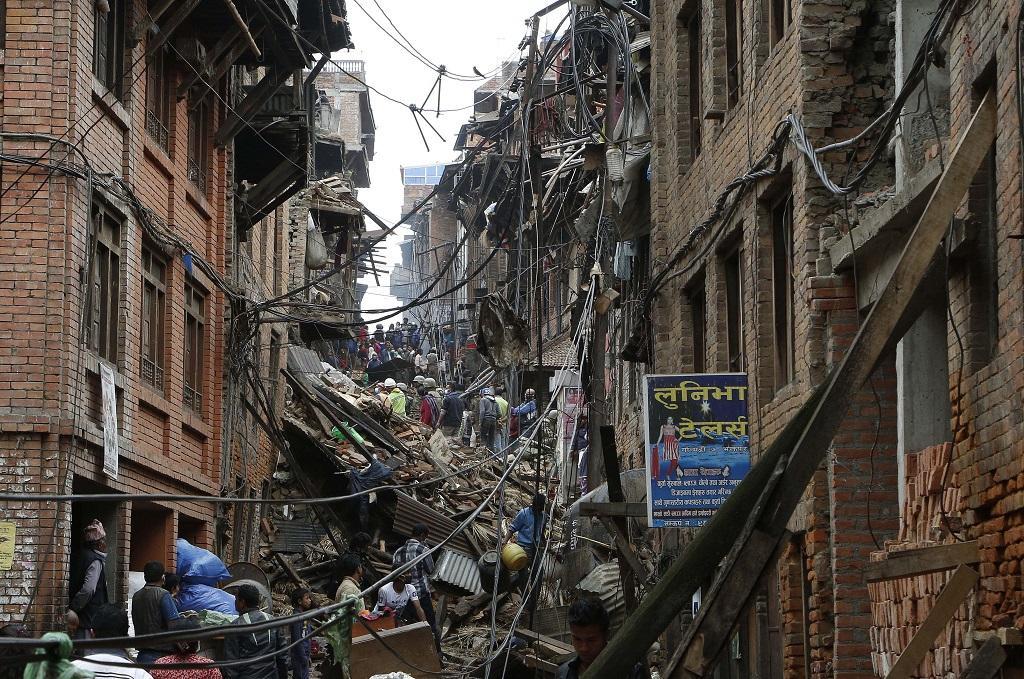 2015 में नेपाल में आए भूकंप से तबाह हुई इमारत। फाइल फोटो: रवि