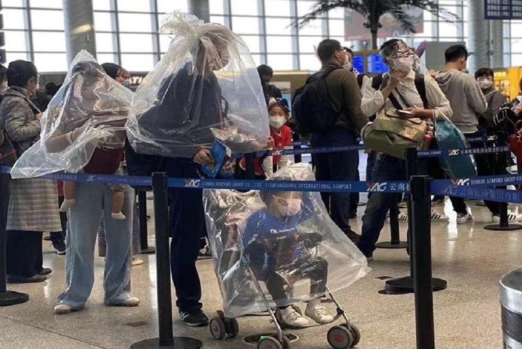 चीन में कोरोनावायरस से आतंकित लोग बचाव में कई कदम उठा रहे हैं। फोटो: Twitter@geofflo610
