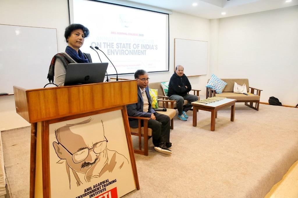 अनिल अग्रवाल डायलॉग 2020 को संबोधित करती सीएसई की कार्यकारी निदेशक अनुमिता रॉयचौधरी । फोटो: विकास चौधरी