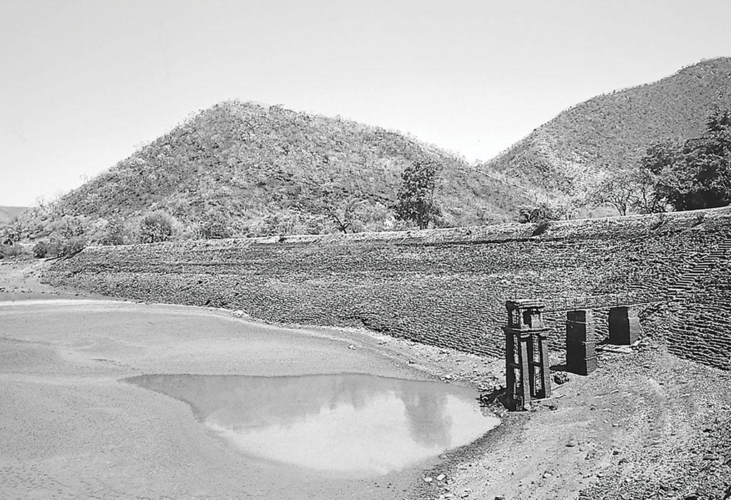 सन 1900 में चिकमगलूर जिले में 9656 तालाब थे। मडगकेरे का निर्माण दो पहाड़ियों के बीच अवती नदी को घेरकर किया गया था (भास्कर राव / सीएसई)