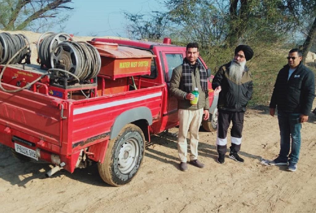 पंजाब के फजिल्का गांव में टिड्डी दल से निपटने की तैयारी