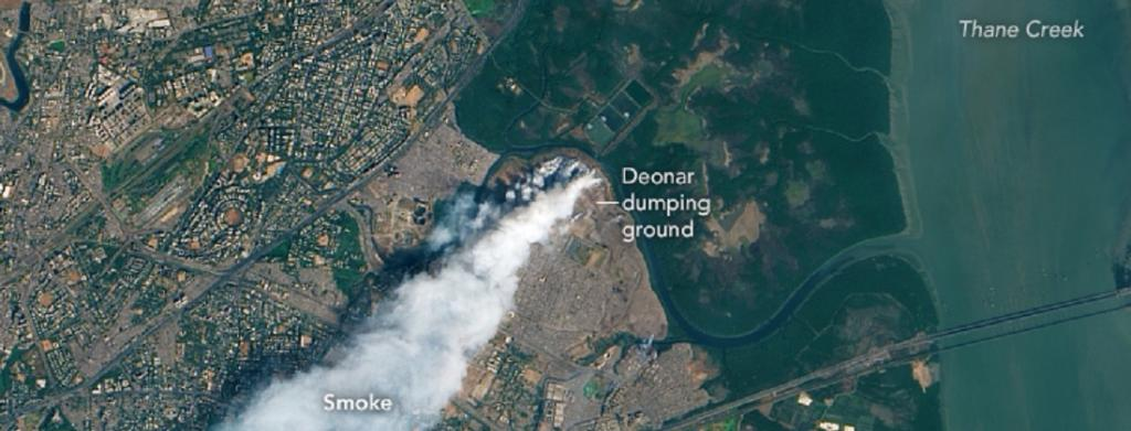 Smoke billowing out of the Deonar dumping ground in Mumbai after a massive fire in 2016. Photo: Wikimedia Commons