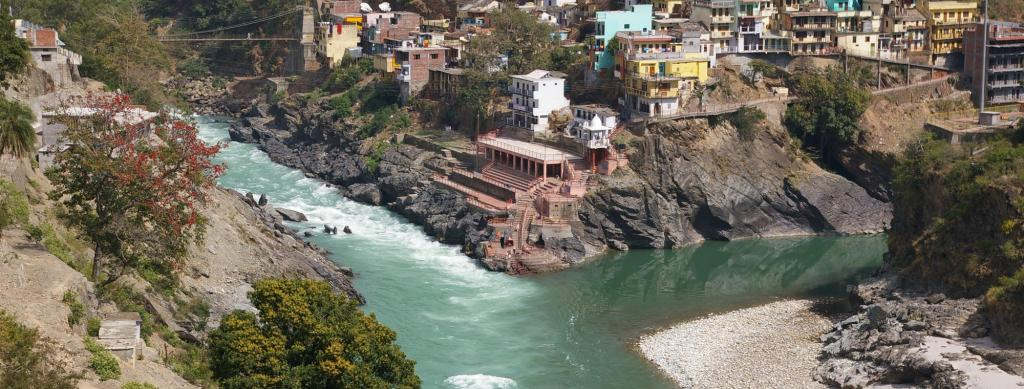 Devprayag in Uttrakhand. Source: Wikimedia Commons.