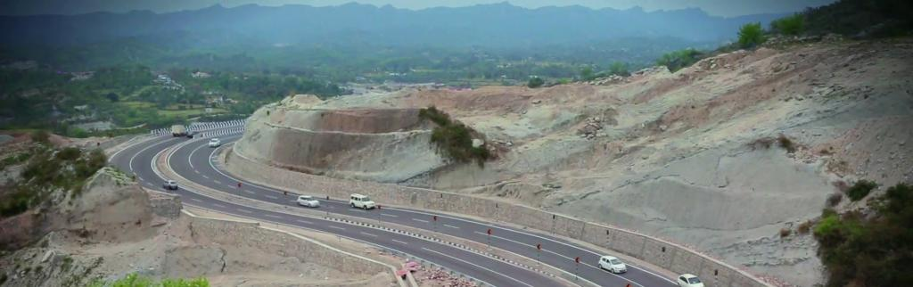 Governments have failed to find alternatives to the crises that result from the closure of the Jammu-Srinagar highway Photo: Wikimedia Commons