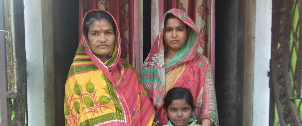The wife of a migrant worker in Odisha with her family Photo: Ashis Senapati