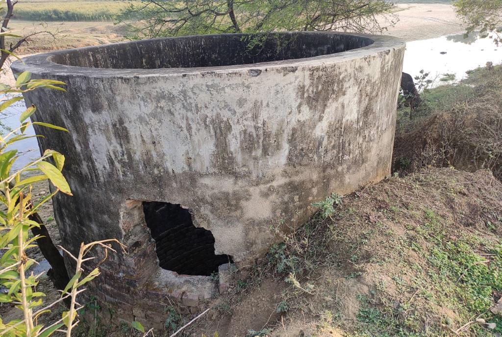 बिहार के गया जिले में पीने के पानी का कुआं। फोटो: विवेक मिश्रा