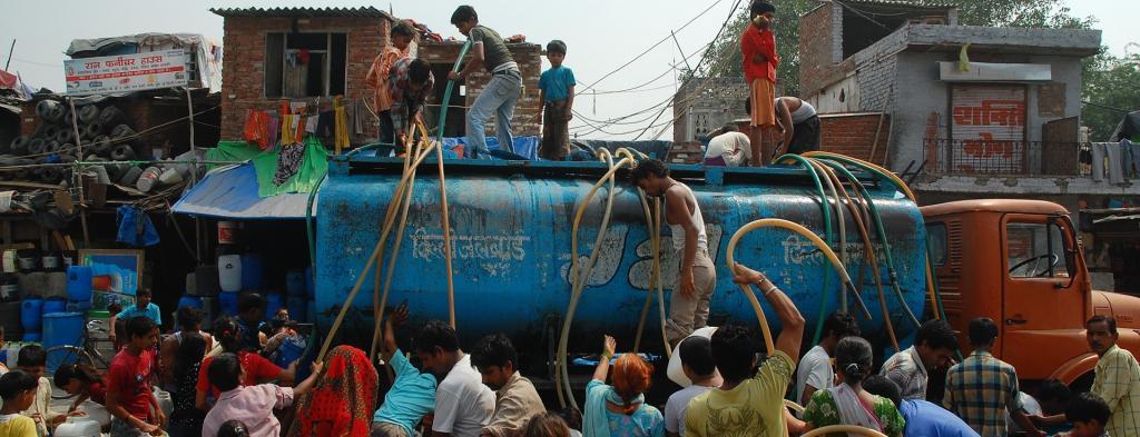 People collecting water from Delhi Jal Board tankers Photo: Sayantan Bera