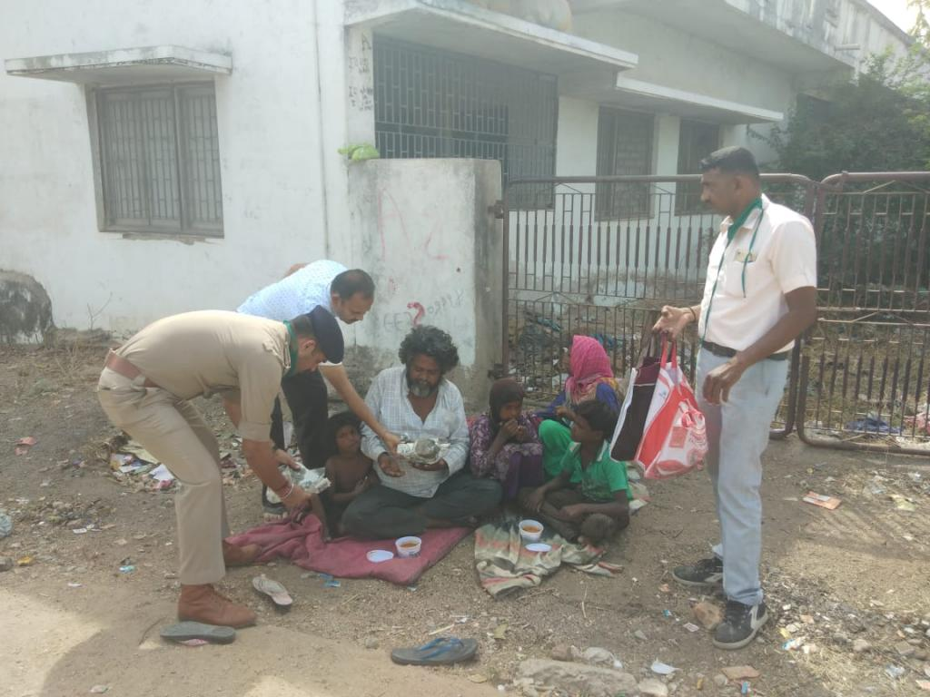 In many instances, police personnel have been sympathetic to migrant workers Photo: Rajeev Khanna