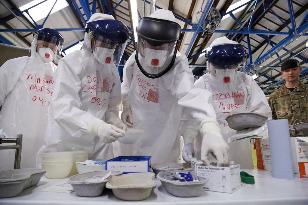 कोरोना महामारी: केंद्र ने डॉक्टरों ...