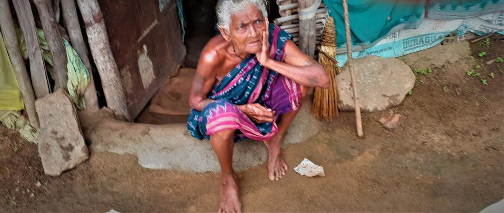 Persons like this old tribal woman in a Balangir village will be extremely vulnrerable due to the return of migrants to the district. Photo: Priya Ranjan Sahu