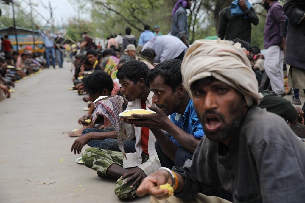 दिल्ली में मजदूरों के लिए खाने का इंतजाम किया गया है। फोटो: विकास चौधरी