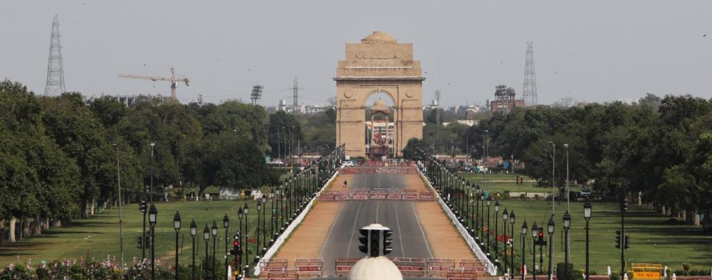 A deserted Rajpath in New Delhi on March 25. Photo: Vikas Choudhary / CSE