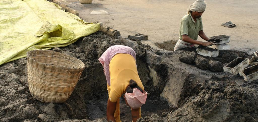 Migrant workers making bricks in Andhra Pradesh. Source: Flickr