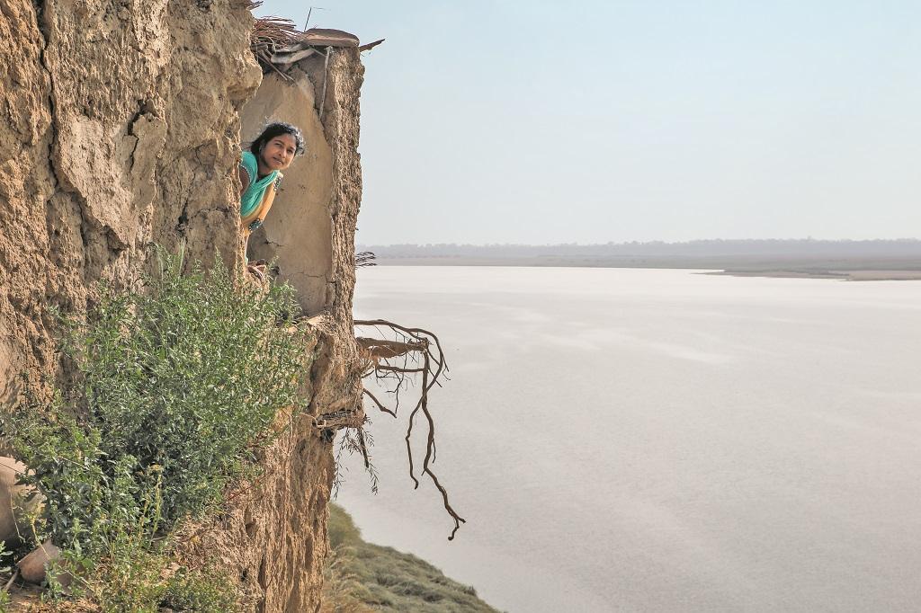 फतेहपुर जिले का हडाही का डेरा मजरा यमुना की कटान के कारण तीन पर उजड़ चुका है। फोटो:  विकास चौधरी