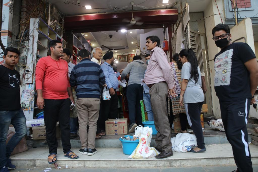 A crowded grocery store at Vaishali, Ghaziabad. Pic credit: Vikas Choudhary