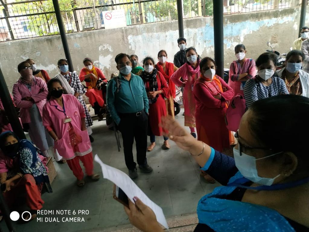 दिल्ली सरकार द्वारा बनाई गई 123 मेडिकल टीमों को 50-50 घरों की स्क्रीनिंग की जिम्मेदारी सौंपी गई।