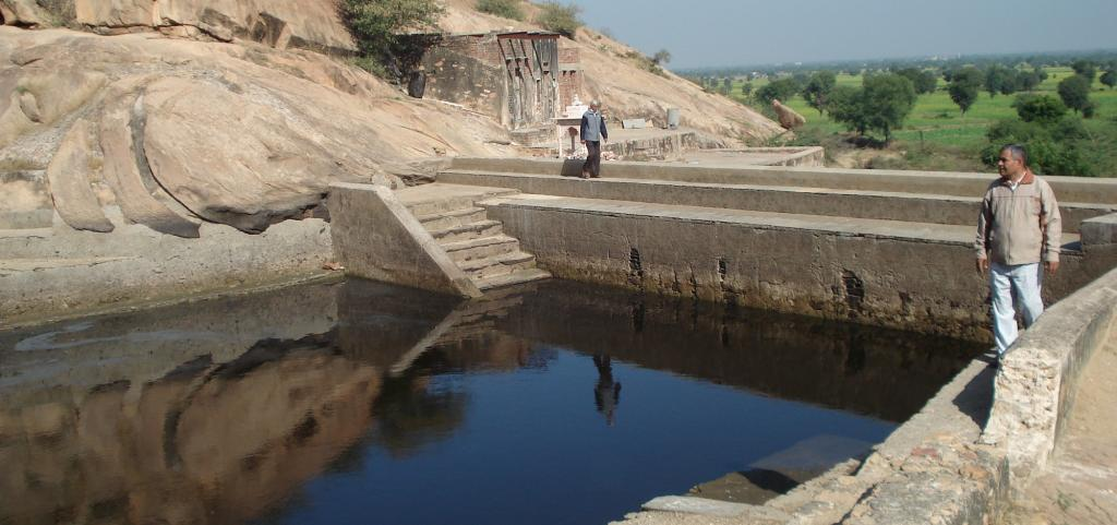 Water reservoir on Dhosi hill, Haryana. Source: Wikimedia Commons