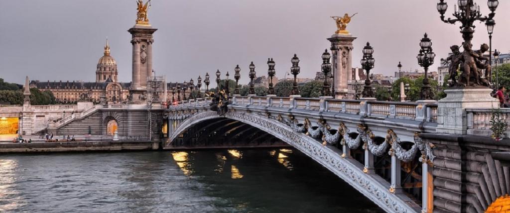 A bridge over the Seine in Paris. Photo: Pixabay