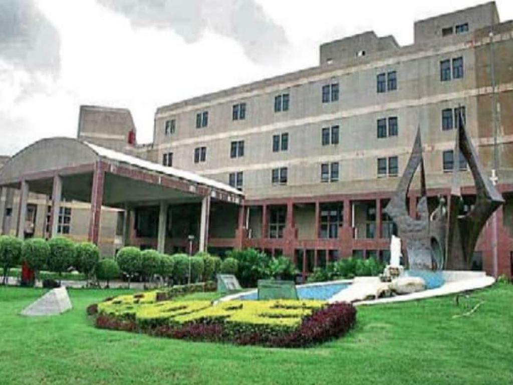 गैस पीड़ितों के लिए विशेष रूप से बनाया गया भोपाल मेमोरियल हॉस्पिटल एंड रिसर्च सेंटर। फोटो: मनीष मिश्र