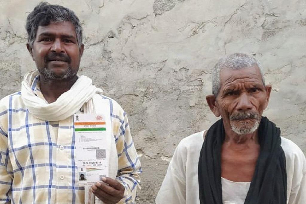 उत्तर प्रदेश के सीतापुर जिले के बरोए गांव ललऊ प्रधानमंत्री किसान सम्मान निधि का इंतजार कर रहे हैं। फोटो: रणविजय सिंह