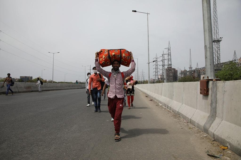 मजदूर दिवस: क्यों शासन पर भरोसा नहीं कर पाए प्रवासी मजदूर