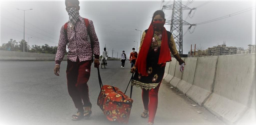 A migrant couple on the road amid nationwide COVID-19 lockdown. Photo: Vikas Choudhary