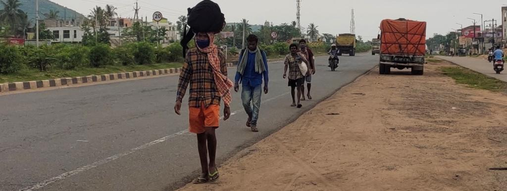Migrants returning to Odisha. Photo: Ashis Senapati