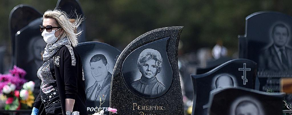 Belorrusian visits a cemetery in Babruisk, 150 km away from Minsk, during the COVID-19 pandemic. Source: Sergei Gapon / AFP