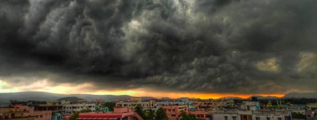 Clouds gather in Vizag ahead of Cyclone Amphan. Photo: @DirChay / Twitter