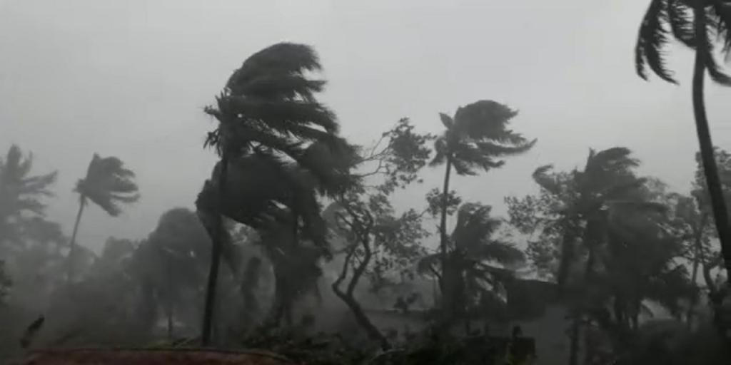 Odisha coast battered by winds, as cyclone Amphan is set to make landfall in neighbouring West Bengal Photo: Ashis Senapati