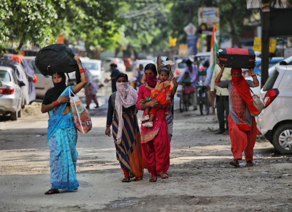 The livelihood issues of women both in the formal as well as informal sectors were under-reported by the mainstream Indian print media during COVID-19 lockdown. Photo: Vikas Choudhary