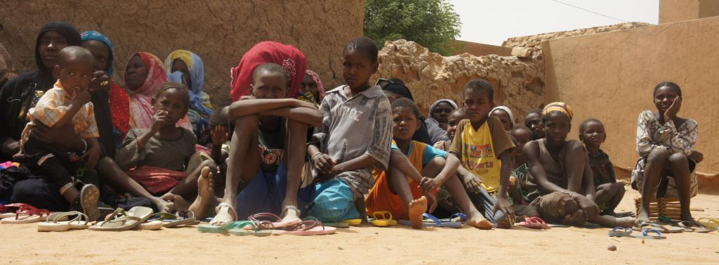 Displaced women and children in Northern Mali. Photo: Wikimedia Commons