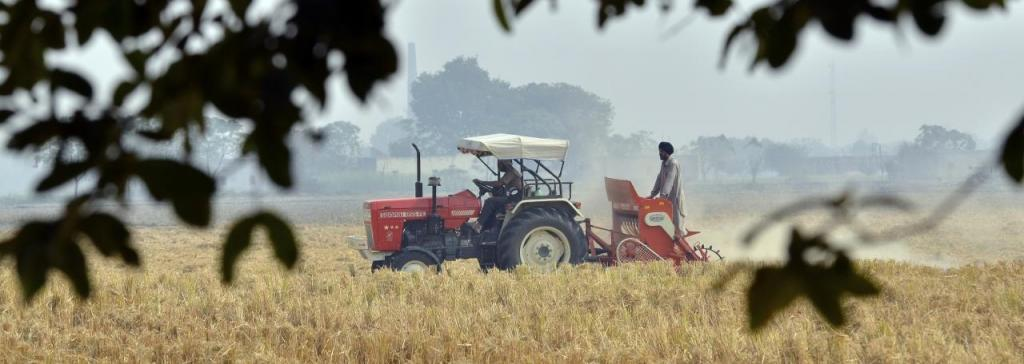 The current distress among marginal farmers and unavailability of food to migrant labourers is largely ignored in the Rs 20 lakh-crore economic stimulus. Photo: Wikimedia Commons