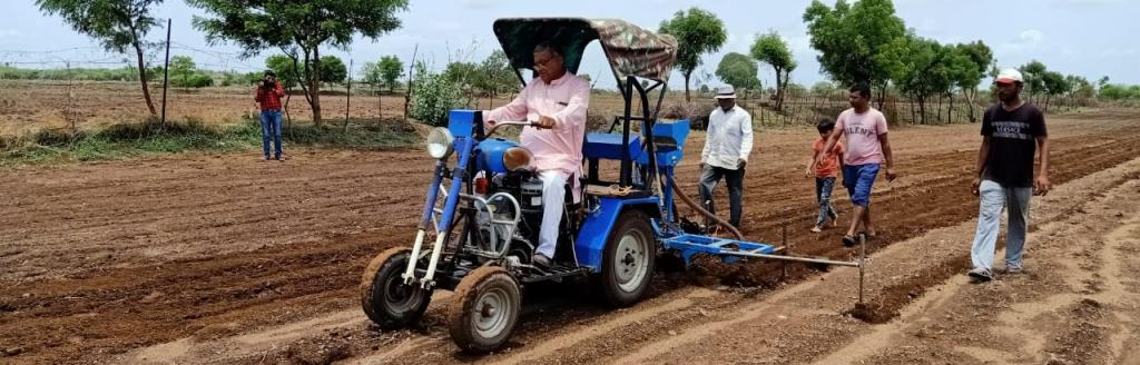 Several migrants from Saurashtra and who had returned to work in Surat said they have fallen back on land resources for agriculture. Photo: Rajeev Khanna