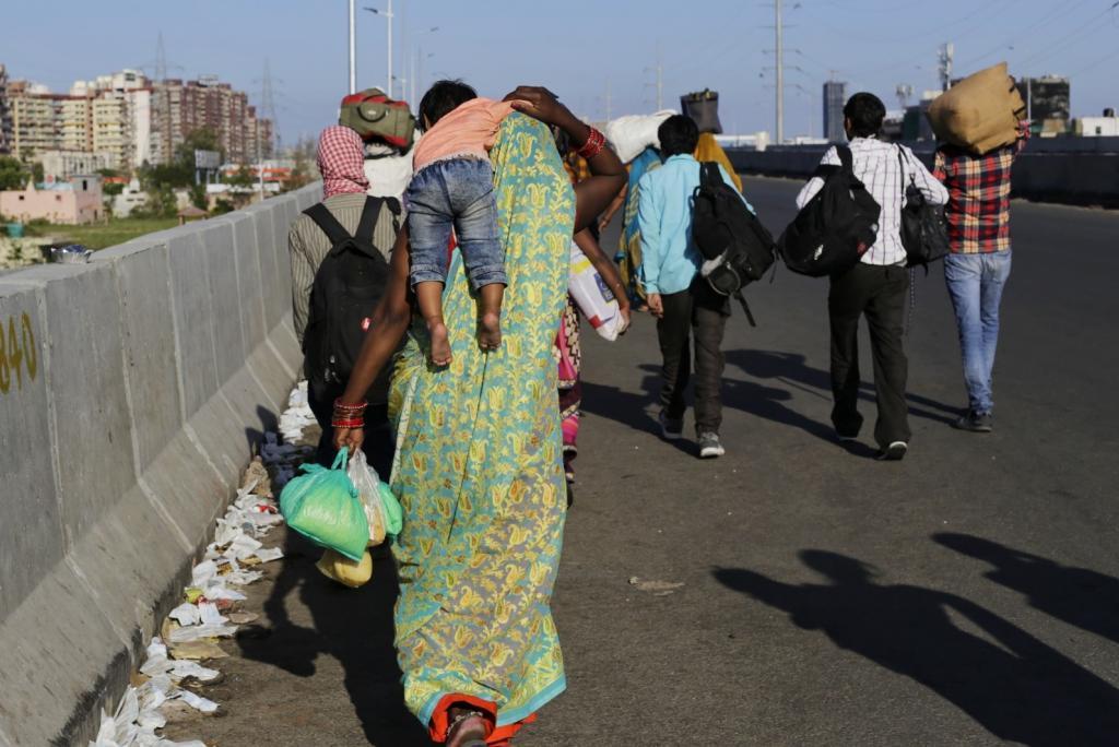 लॉकडाउन के बाद बहुत से मजदूरों ने दिल्ली छोड़ दी थी। फोटो: विकास चौधरी