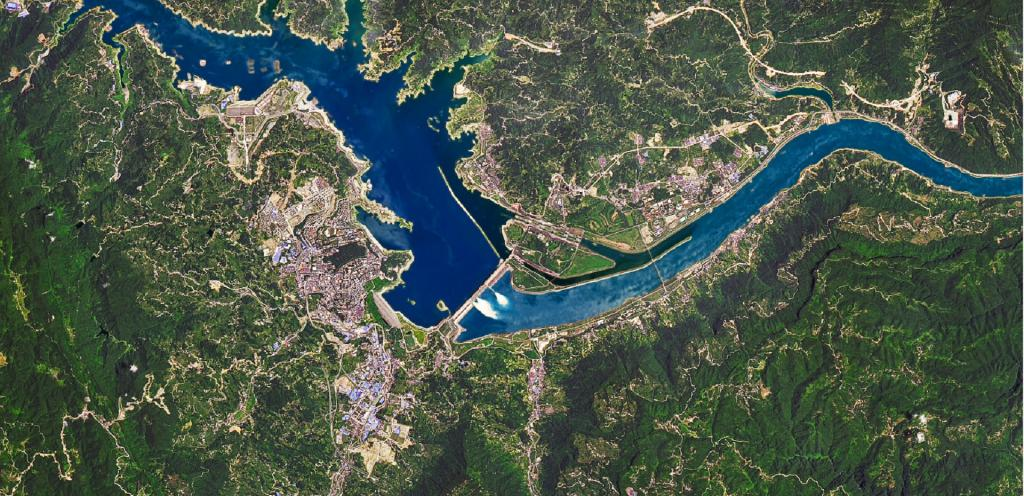 The images were captured using NASA's Operational Land Imager on its Landsat 8 satellite and are composites of shortwave infrared and natural colour to distinguish the water. Photo: NASA Earth Observatory / Joshua Stevens