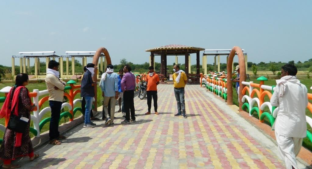 धौली ग्राम पंचायत का श्मशान घाट आकर्षण का केंद्र बन गया है। फोटो : अनिल अश्वनी शर्मा